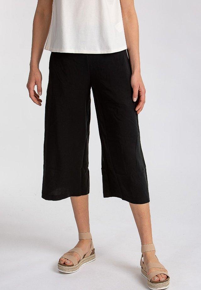 TAVIRA - Shorts - black