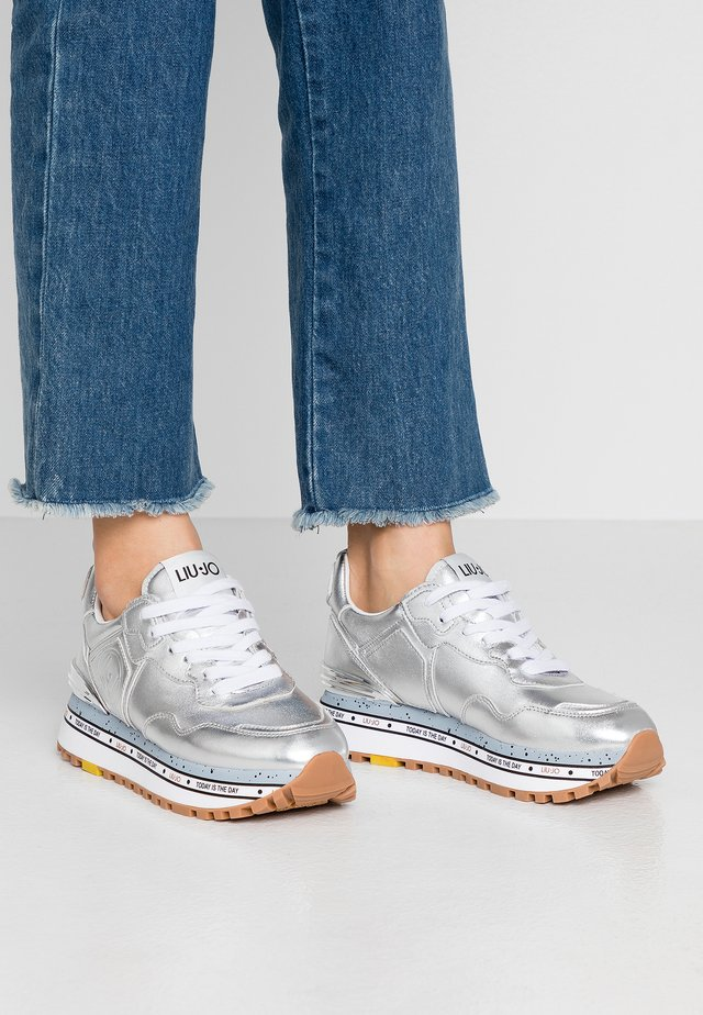 MAXI - Sneakers basse - silver
