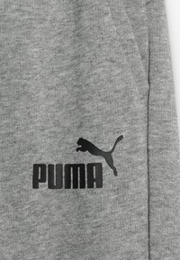 Puma - LOGO PANTS - Trainingsbroek - medium grey heather - 4