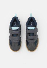 Hi-Tec - SQUASH JR UNISEX - Sports shoes - grey/navy/mint - 3