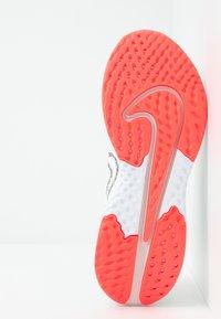 Nike Performance - LEGEND REACT 2 - Juoksukenkä/neutraalit - summit white/white/lava glow - 4