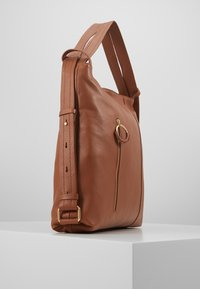 Zign - LEATHER SHOULDER BAG / BACKPACK - Reppu - cognac - 4