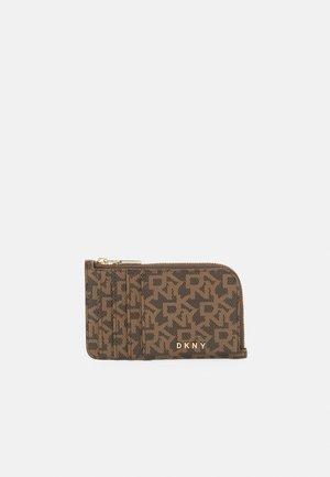 BRYANT ZIP CARD HOLDER LOGO - Wallet - mocha/caramel