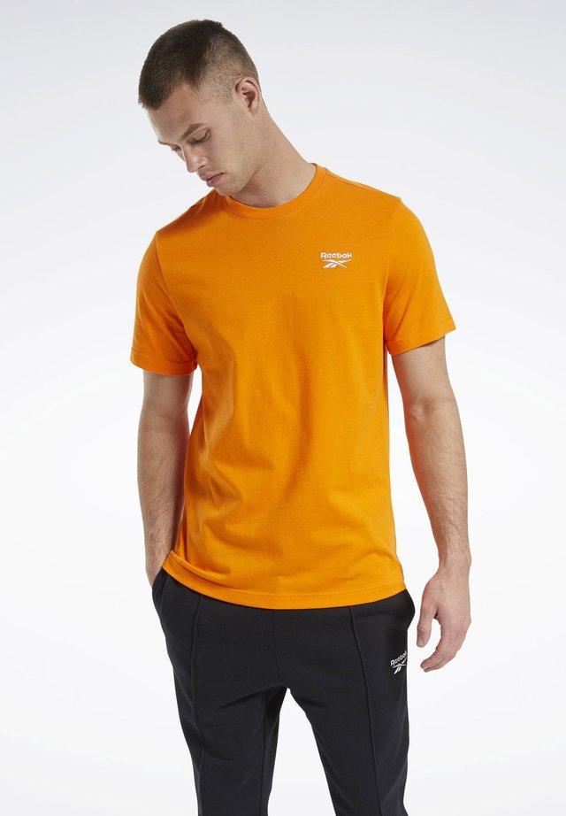 CLASSICS SMALL VECTOR T-SHIRT - Basic T-shirt - orange