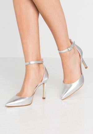 Escarpins à talons hauts - silver