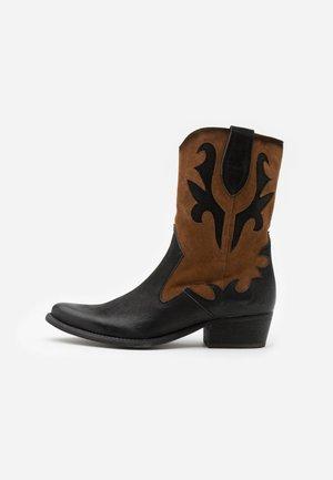 WEST - Cowboy/biker ankle boot - morat/marvin black/brown