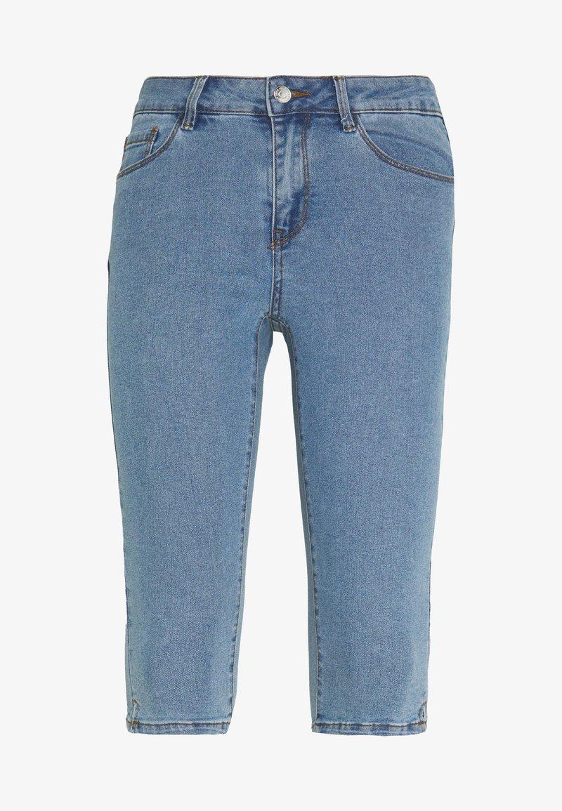 Vero Moda Petite - VMHOT SEVEN SLIT KNICKER - Denim shorts - light blue denim