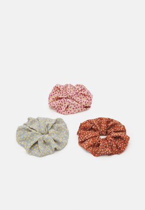 PCMISSINA SCRUNCHIE 3 PACK - Hair styling accessory - kentucky blue/sand/red