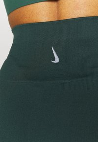 Nike Performance - SEAMLESS 7/8 - Tights - pro green - 4