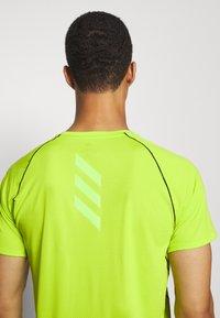 adidas Performance - ADI RUNNER TEE - T-shirt print - green - 4