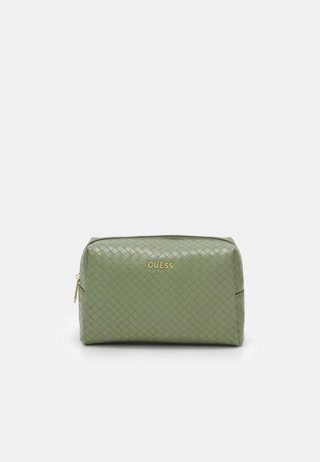 EMELYN LARGE TOP ZIP - Kosmetická taška - sage