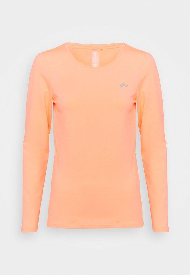 ONPCLARISSA TRAINING TEE - T-shirt de sport - neon orange