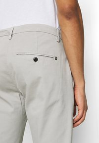 Dondup - PANTALONE GAUBERT - Chino - grey - 5