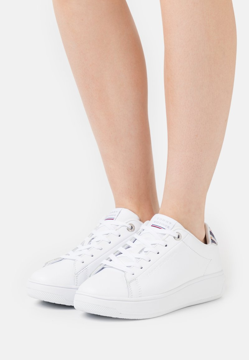 Tommy Hilfiger - MONOGRAM CUPSOLE - Trainers - white