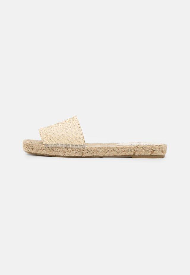 VEGAN  - Matalakantaiset pistokkaat - sand