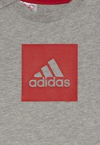 adidas Performance - LOGO SUMMER TRACKSUIT BABY SET - Tracksuit - grey/vivred - 4