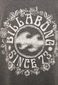 Billabong - FLORAL DANCE - Print T-shirt - off black - 2