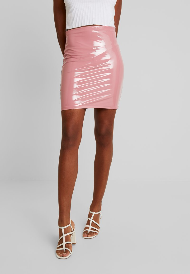 Nly by Nelly - PATENT SHORT SKIRT - Minisukně - dark pink