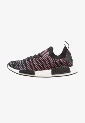 NMD_R1 STLT PK - Matalavartiset tennarit - core black/grey four/solar pink
