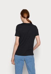 Vero Moda Tall - VMLIZOLLY - Print T-shirt - black - 2