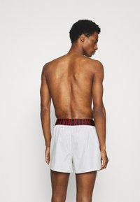 Calvin Klein Underwear - INTENSE POWER 2 PACK - Boxer shorts - grey/red - 1