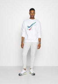 Nike Sportswear - SOS CREW - Sweatshirt - white - 1