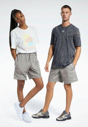 CLASSICS SHORTS - Shorts - grey