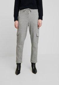 Opus - MILDA - Pantaloni sportivi - hazy fog melange - 0