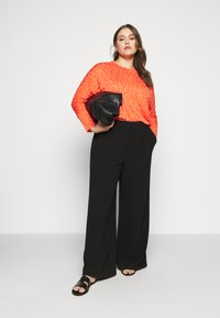 CAPSULE by Simply Be - BURNOUT BOXY  - Long sleeved top - coral