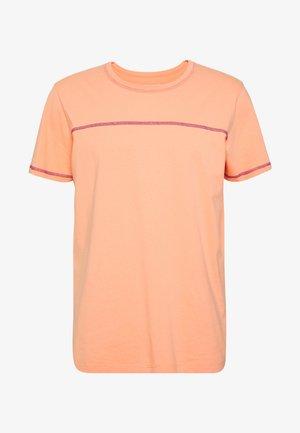 JORREMI TEE CREW NECK - T-shirt - bas - Canteloupe