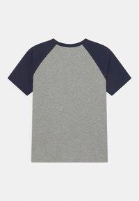 GAP - BOYS LOGO - Print T-shirt - blue galaxy - 1