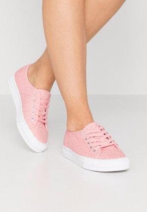 SIMONA LOGO - Trainers - pink