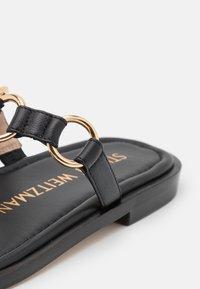 Stuart Weitzman - LALITA FLAT  - Sandály s odděleným palcem - black - 6