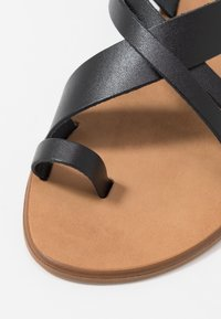 Office Wide Fit - SERIOUS - T-bar sandals - black - 2