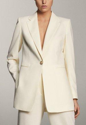 MIT EIN-KNOPF-VERSCHLUSS - Short coat - beige