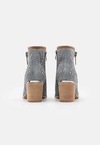 Alma en Pena - Ankle boots - jeans - 3