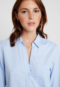 GAP - FITTED OXFORD - Button-down blouse - light blue - 3