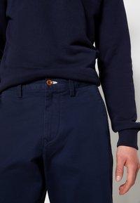 GANT - RELAXED - Shorts - marine - 4