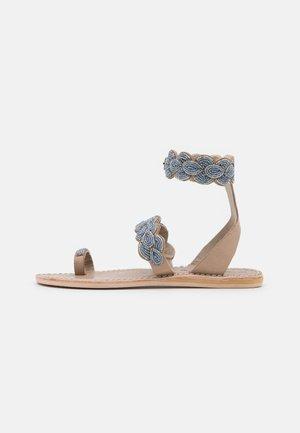 RUMI FLAT - T-bar sandals - silver/grey