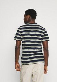 Casual Friday - THOR STRIPE TEE - Print T-shirt - navy blazer - 2