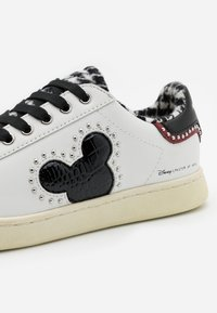 MOA - Master of Arts - GALLERY - Zapatillas - white - 4