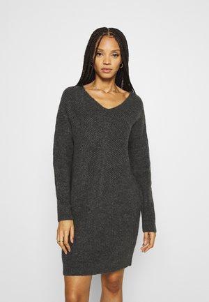 ONLJADA DRESS - Pletené šaty - dark grey melange