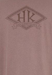 Han Kjøbenhavn - BOXY TEE - Print T-shirt - faded brown - 2