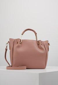 Dorothy Perkins - HANDLE MINI TOTE - Håndtasker - blush - 0