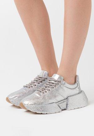 GLITTER FINE - Trainers - silver