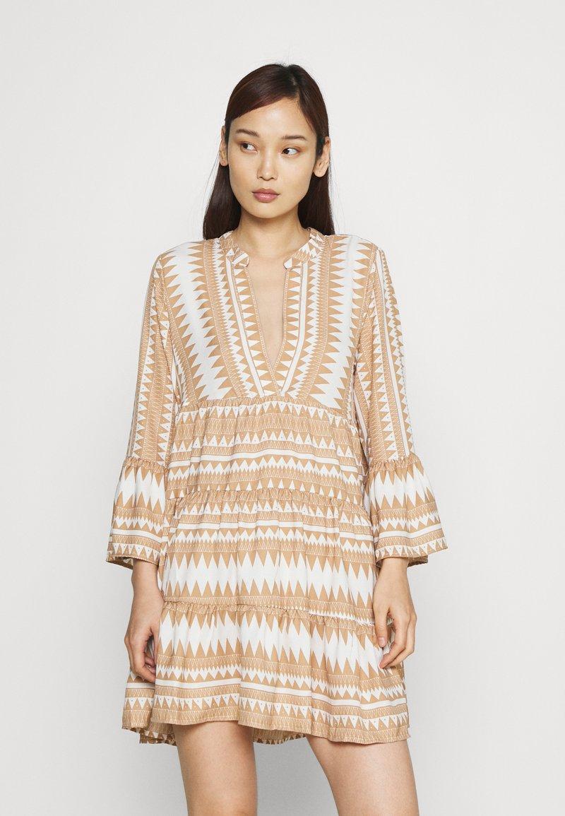 ONLY - ONLNAYA ATHENA DRESS - Denní šaty - indian tan/white