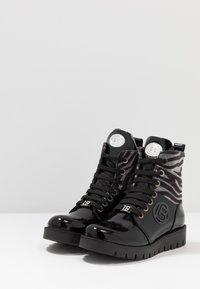 Laura Biagiotti - Šněrovací kotníkové boty - black - 3