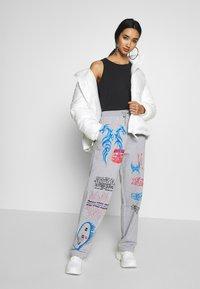 NEW girl ORDER - I LOVE - Teplákové kalhoty - grey - 1