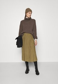 Samsøe Samsøe - UMA SKIRT - Pleated skirt - gothic olive - 1