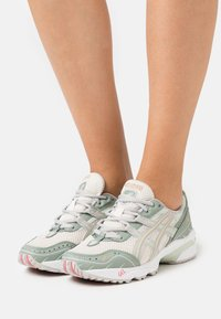 ASICS SportStyle - GEL-1090 - Trainers - cream/oyster grey - 0